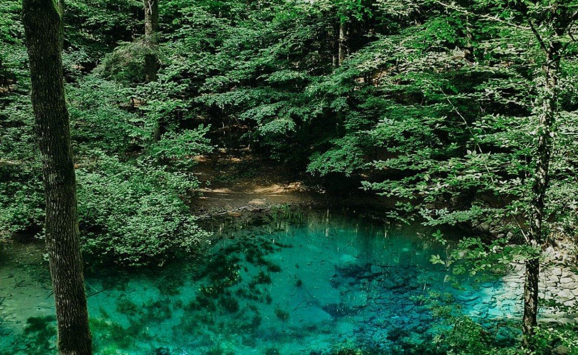 Lacul-Ochiul-Beiului-Cheile-Nerei-ana-maria-popescu